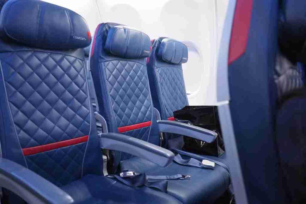 Delta 737-900ER Silent Disco