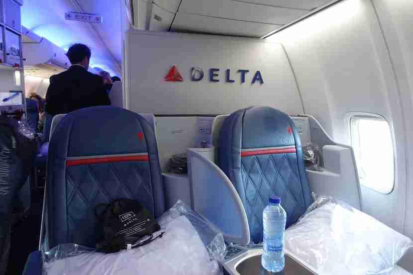 Delta 757 back 1