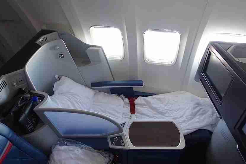 Delta 757 bed 1