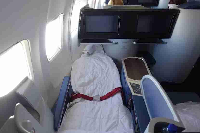 Delta 757 bed overhead 3