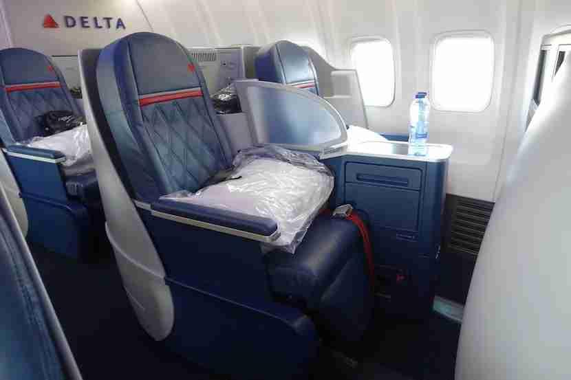 Delta 757 side seats 3
