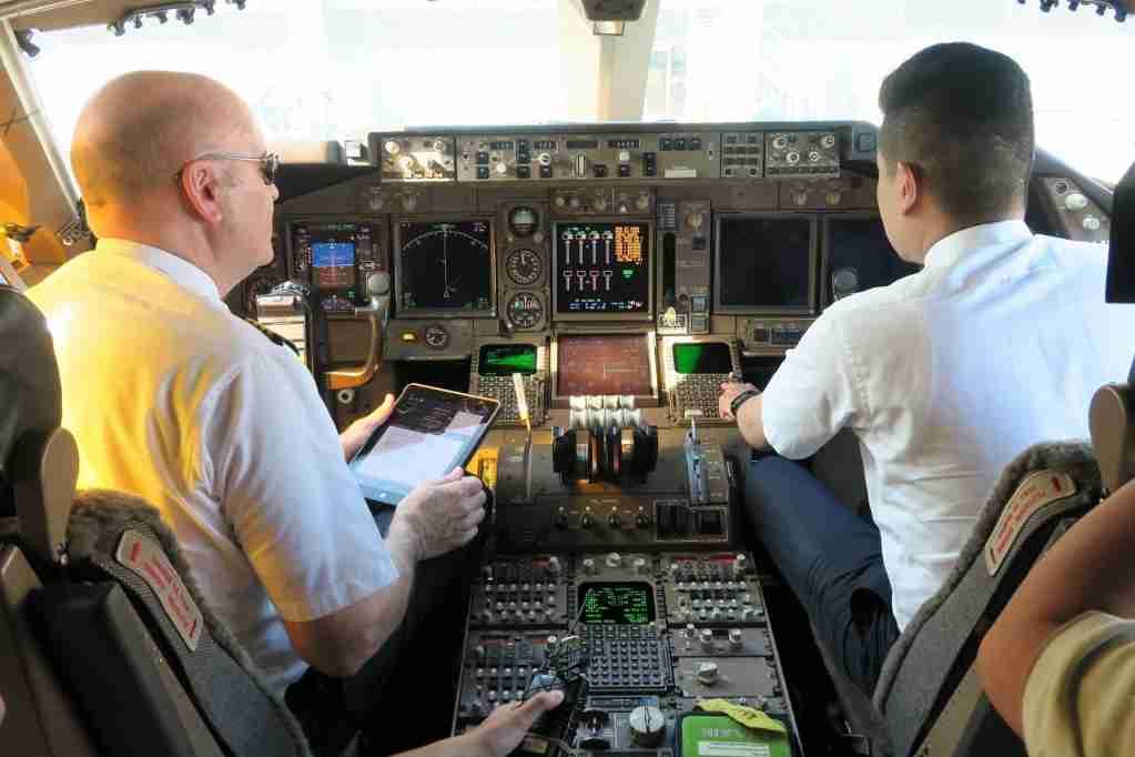 EVA Air 747 final cockpit