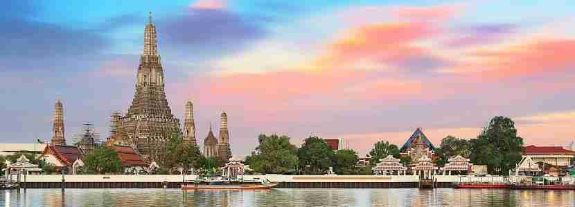 The most spectacular view of watching the iconic Wat Arun during the sunset.