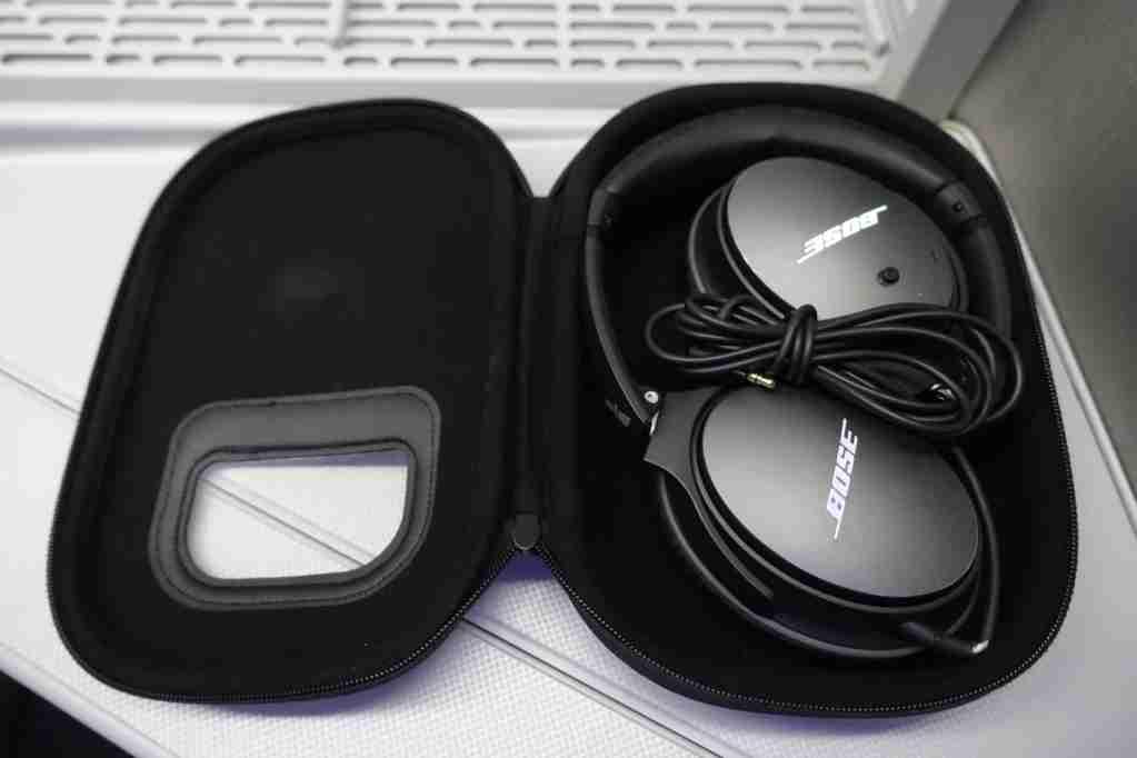IMG-aa-biz-bose-headphones