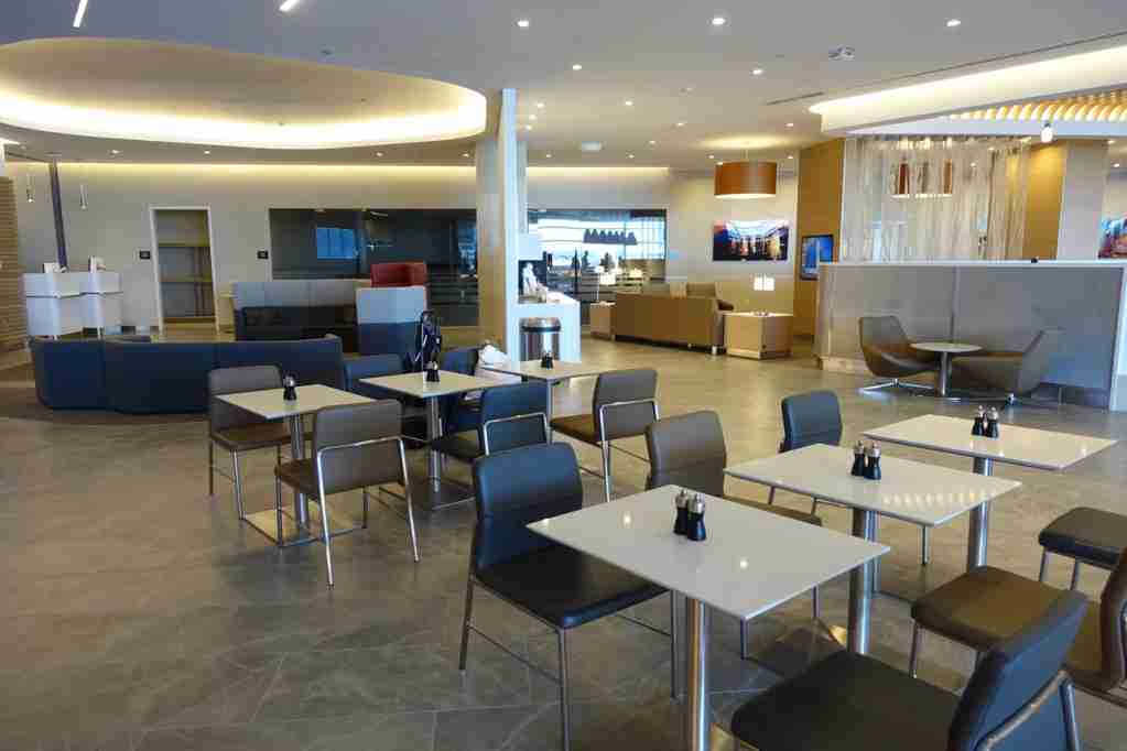 IMG-aa-biz-flagship-lounge-jfk-1