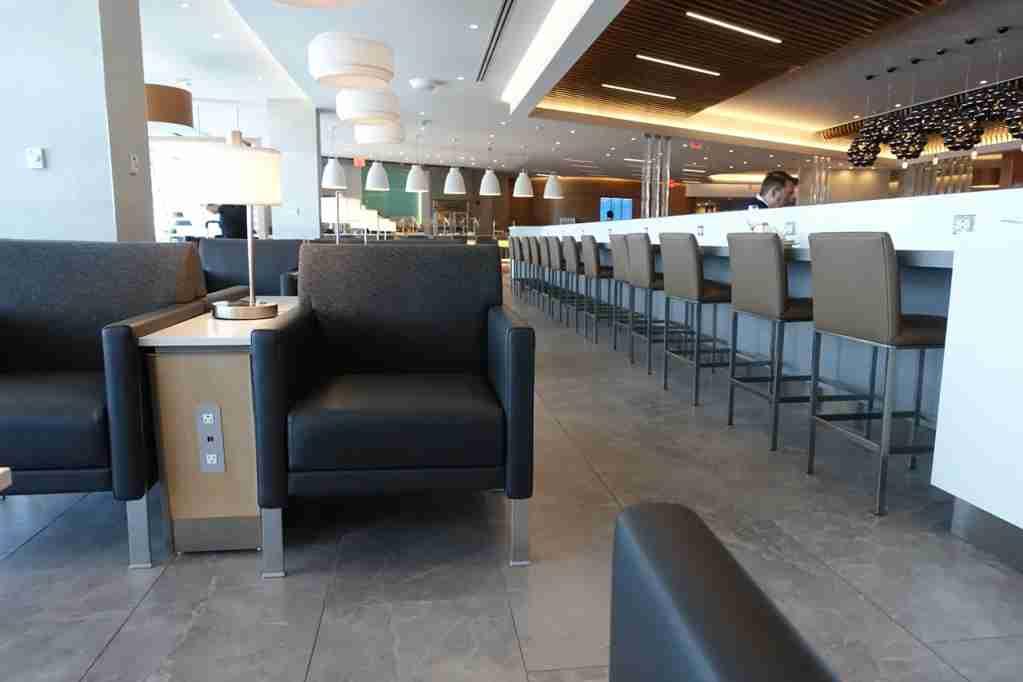 IMG-aa-biz-flagship-lounge-jfk-3
