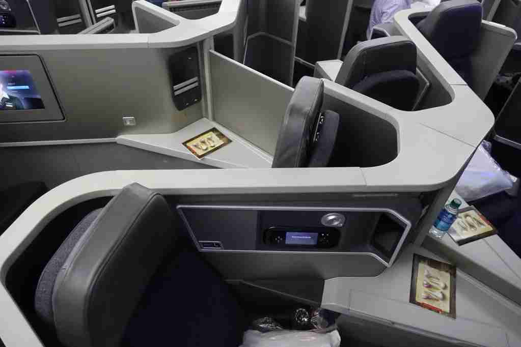 IMG-aa-biz-forward-reverse-seats-3