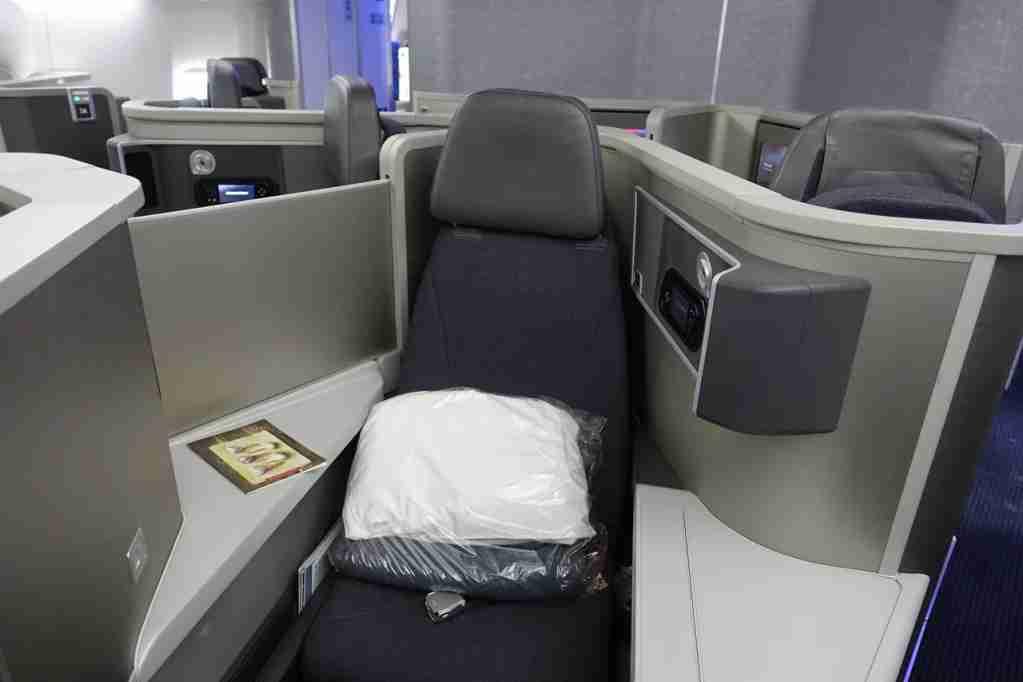IMG-aa-biz-forward-reverse-seats