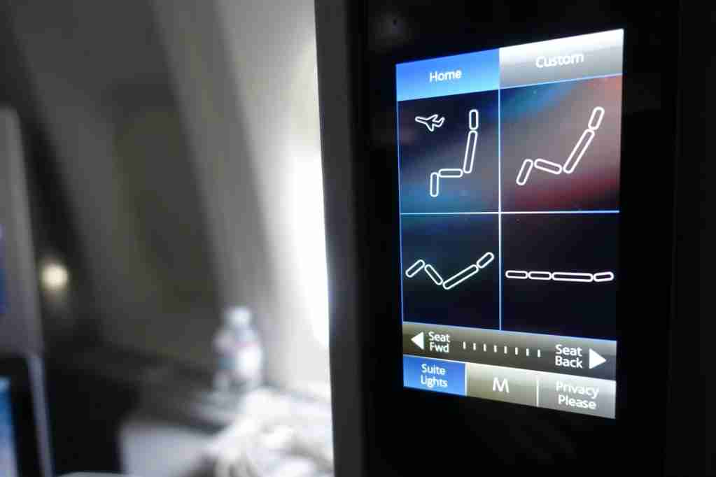 IMG-aa-biz-seat-touchscreen-controls