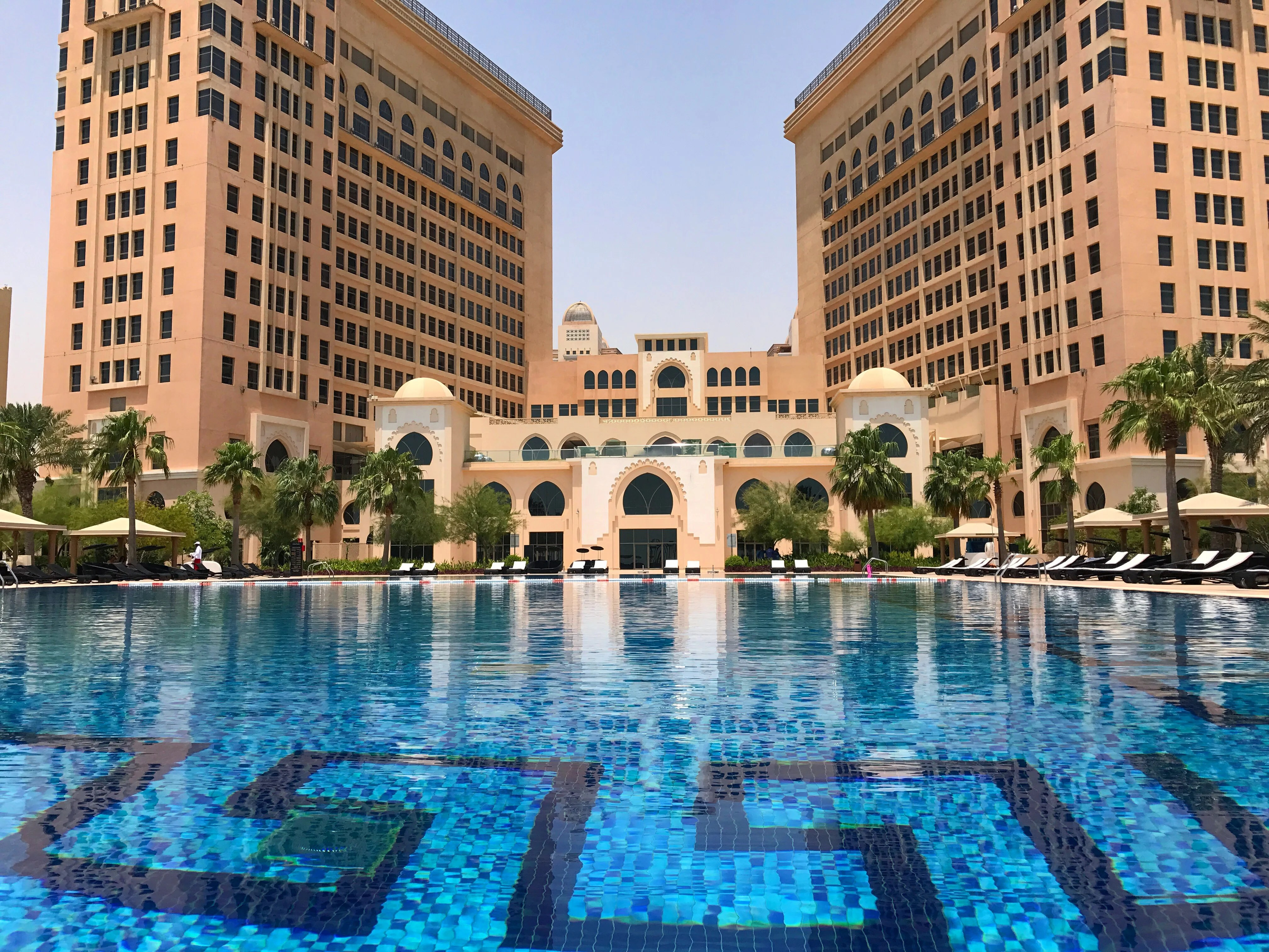 Acqua Condominium By Mrbutler Hotel Review An Astor Room At The St Regis Doha In Qatar