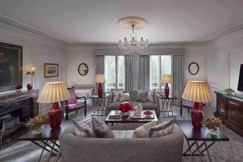A One-Bedroom Deluxe Park Suite. Image courtesy of Mandarin Oriental Hyde Park London.