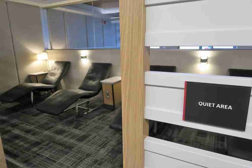 AA ORD Flagship Lounge - lie-down quiet area