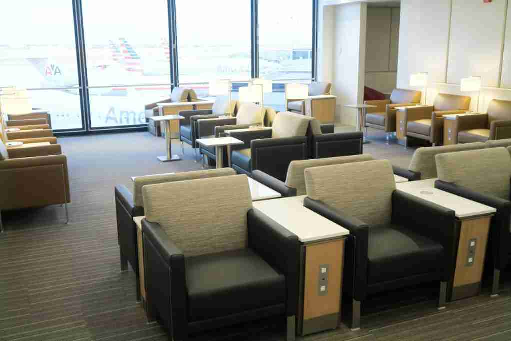AA ORD Flagship Lounge - seating with views