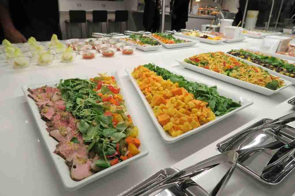 AA ORD Flagship Lounge - self-serve food