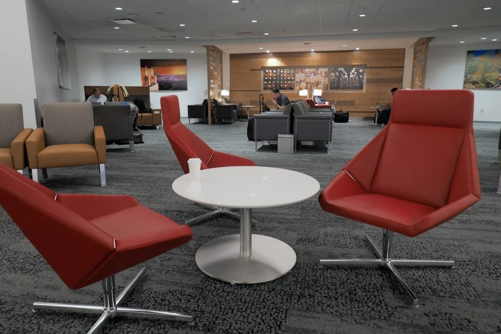 Special Hours for Airport Lounges Over Christmas and New Year's Eve