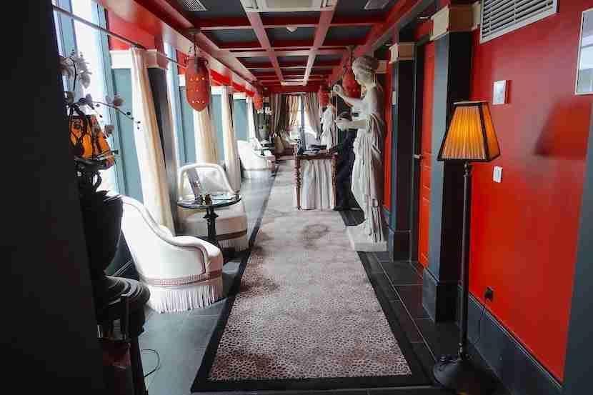 Intercontinental Bordeaux spa hallway