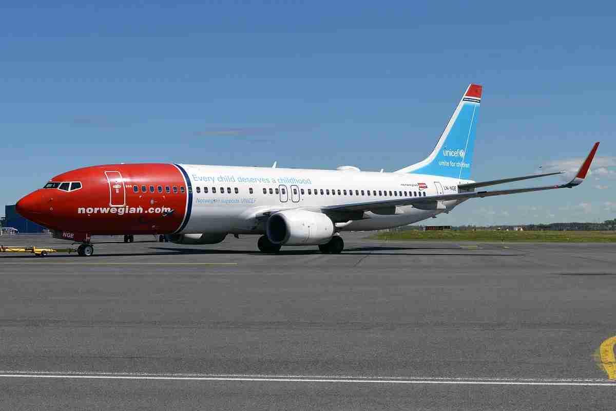 Norwegian 737 Unicef Livery - photo by Anna Zvereva/Wikimedia Commons