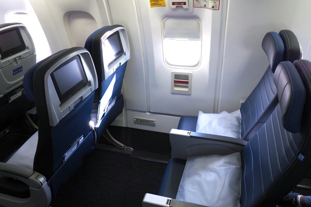 Where To Sit When Flying United S 767 300er Economy