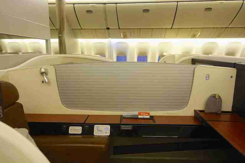 JAL first class middle divider