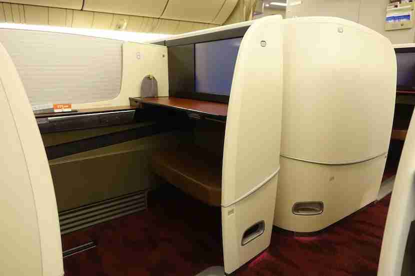 JAL first class screen middle