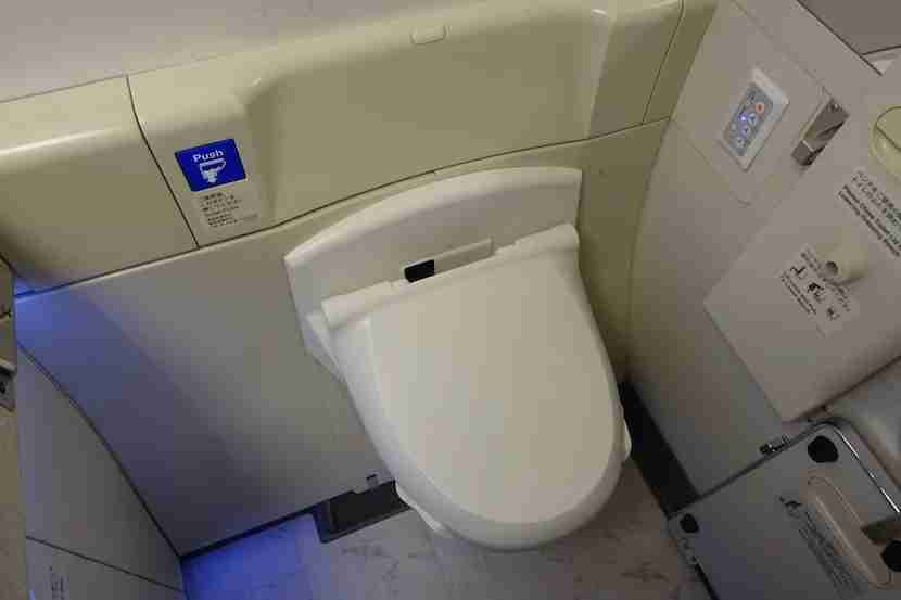 JAL first class toilet