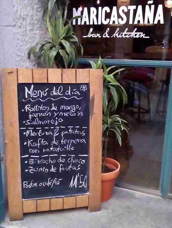 Look for the fixed price menus advertised on chalkboards. Photo by Maricastaña Facebook page.