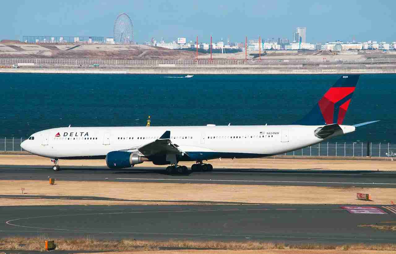 Airbus A330 of Delta Airlines, Registered N824NW landing at Tokyo International Airport. (Photo by Shutterstock.com)