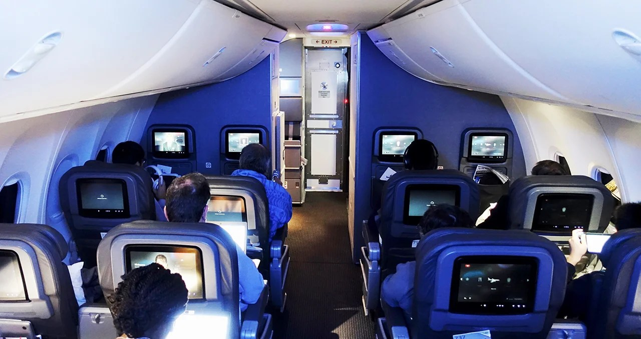 Flight Review: American Airlines (737-800) First Class From Boston to Los Angeles