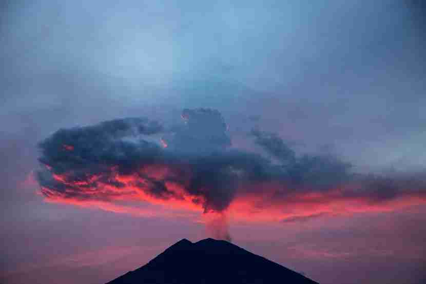 Bali, Karang Asem, 30 November 2017 : View of Mount Agung in afternoon at Karang Asem - Bali. Mount Agung eruption a little bit cooling down, but still uncertain whethere the big explosion will happen or not. (Photo by Donal Husni/NurPhoto via Getty Images)