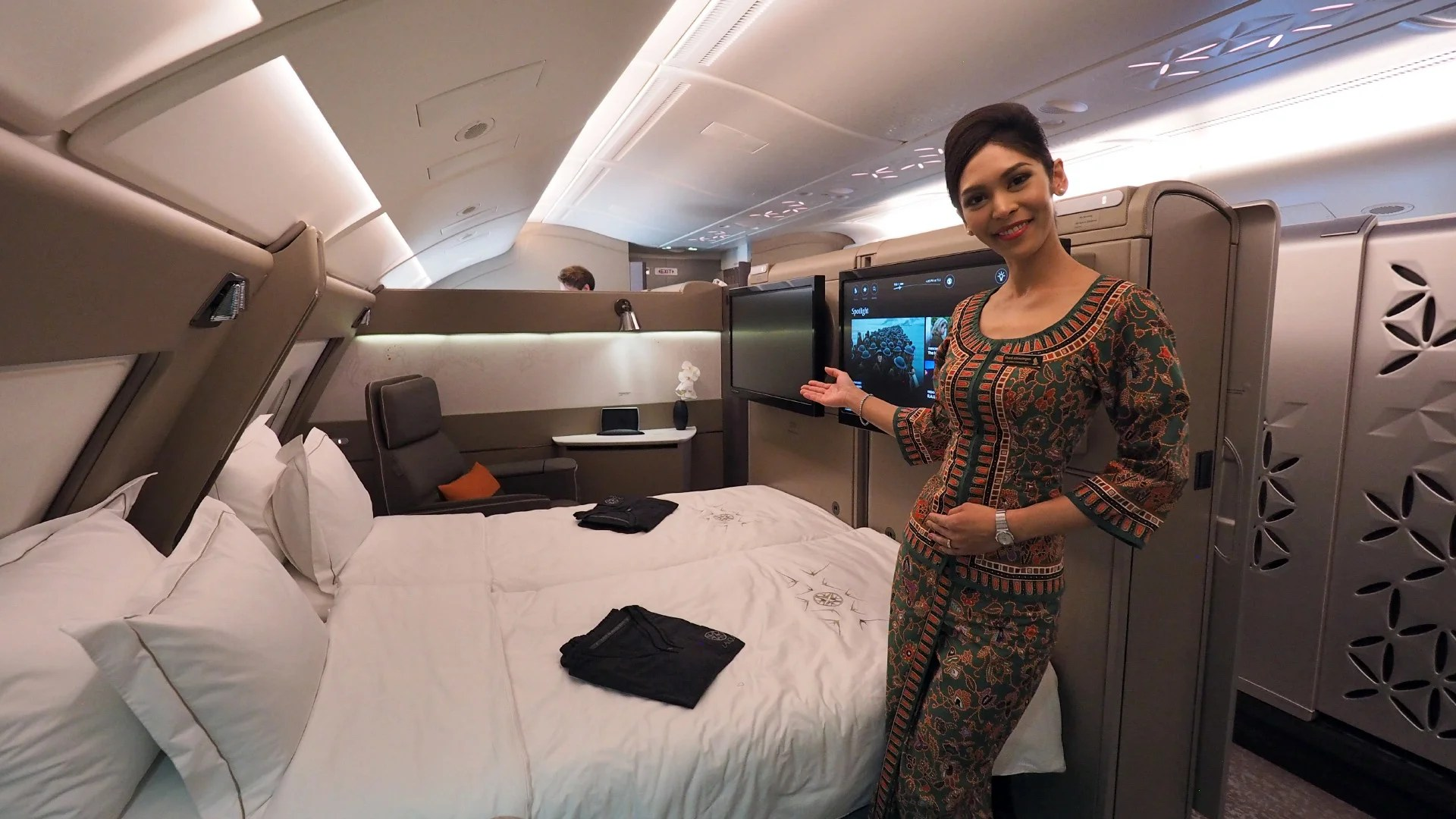 Watch Singapore Airlines Show Off The Impressive A380 Suite
