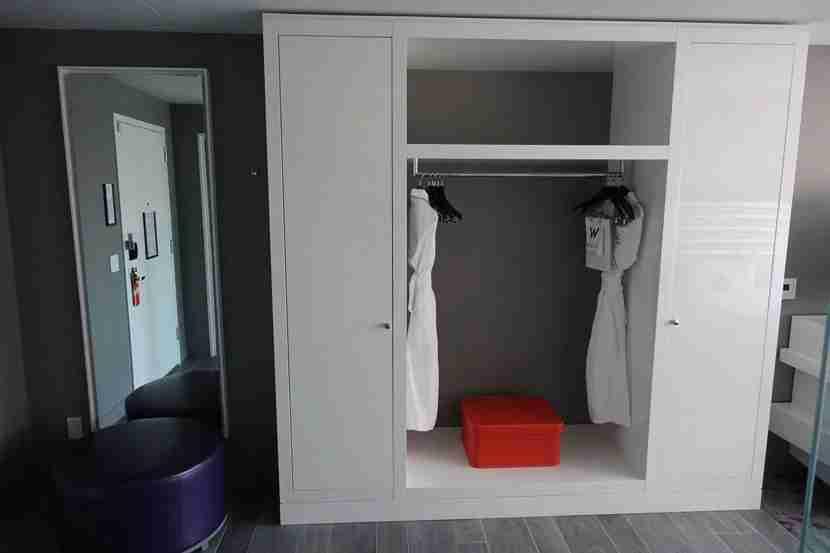 W-Bellevue-Spec.-King-closet