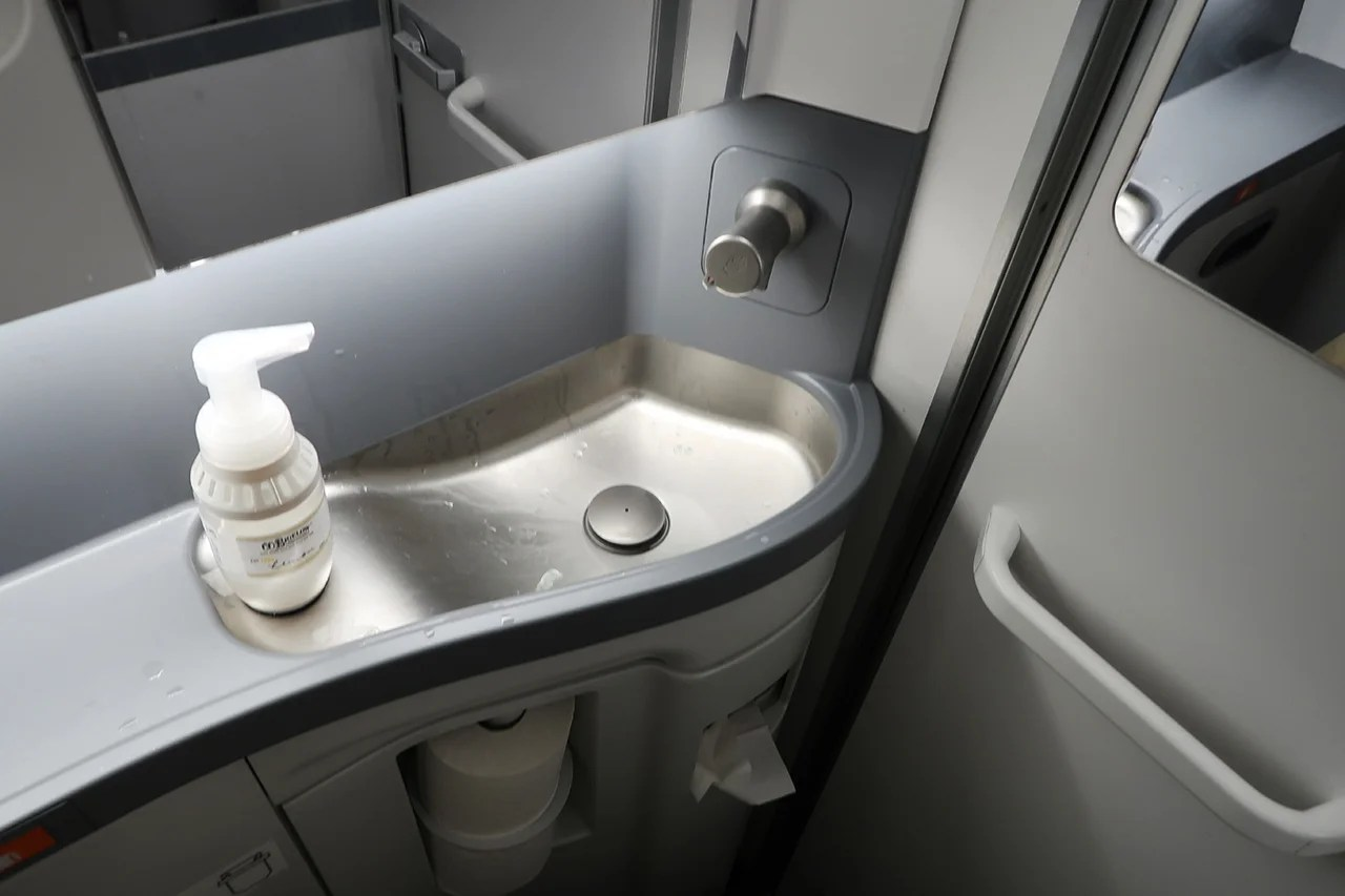 Plane Bathroom Makers Say: We Won't Build Them Any Smaller