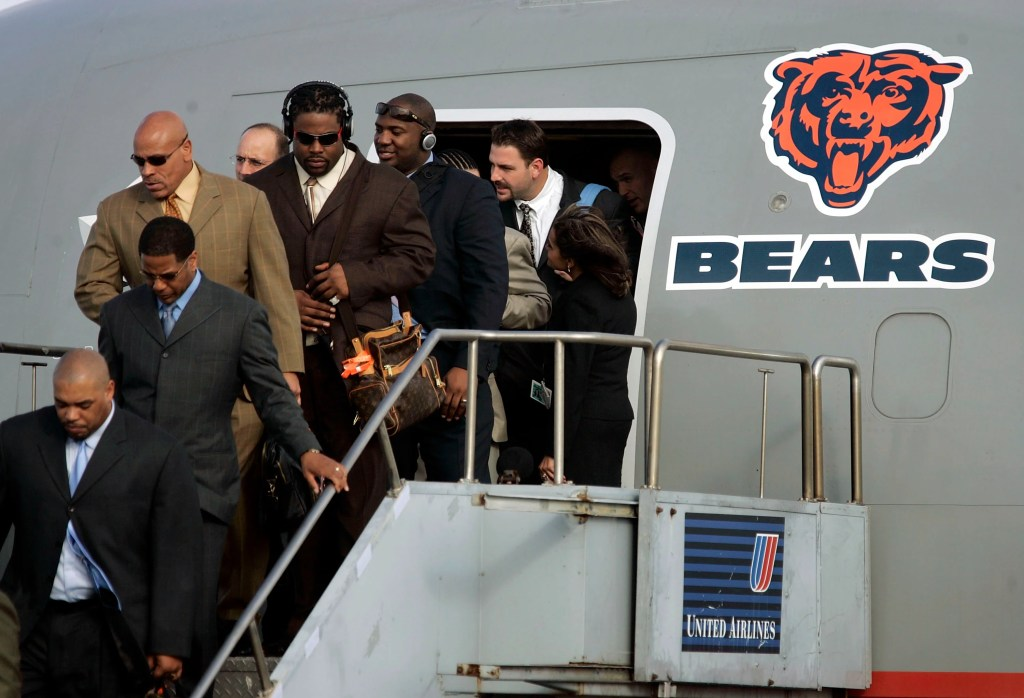 The Chicago Bears deplane from a United airlines flight in January 28, 2007 in Miami, Florida. (Photo by Joe Raedle/Getty Images)