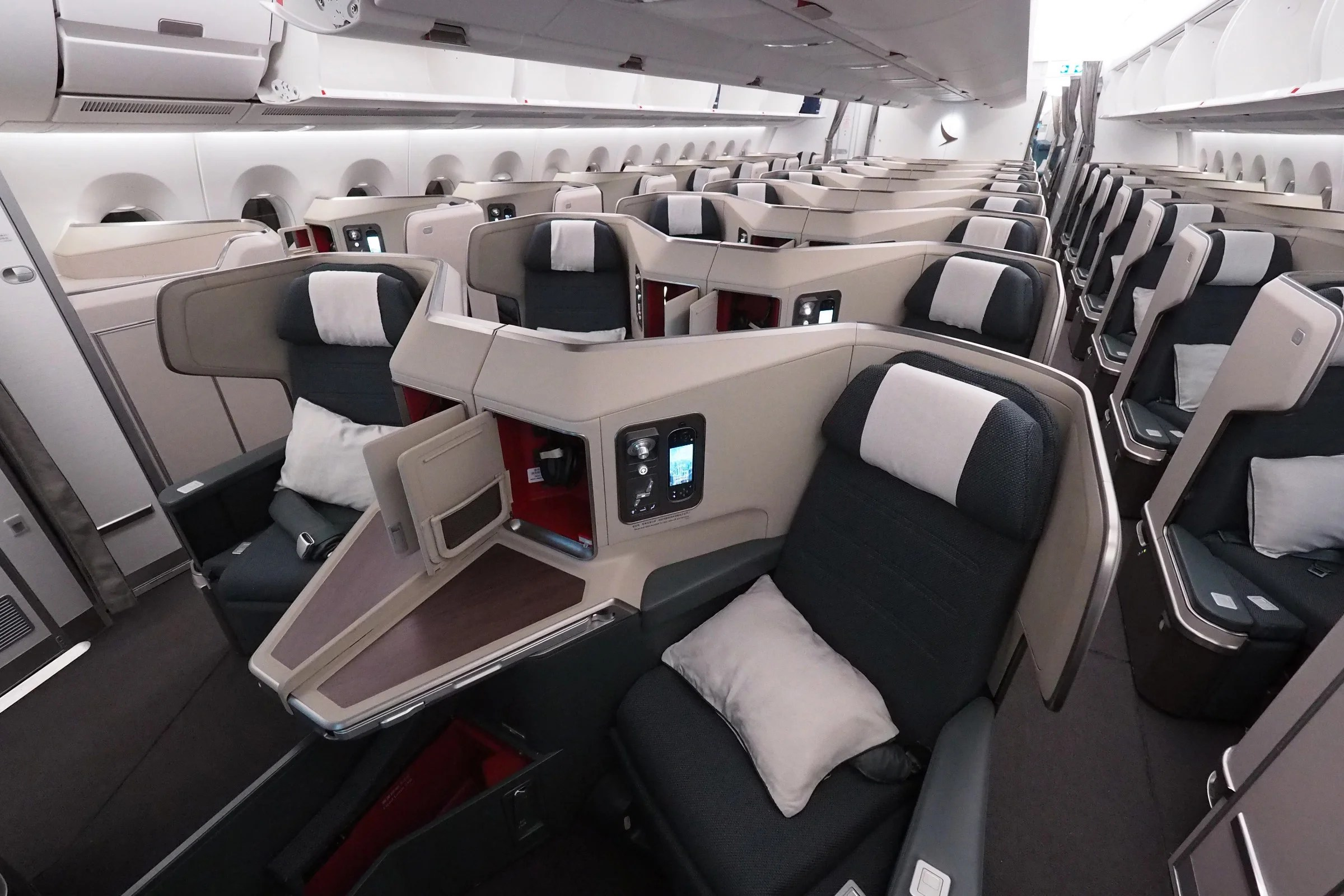 Jal mileage bank cathay pacific airways / cathay dragon.