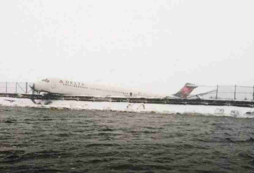 In this handout from the New York City Fire Department (FDNY), A Delta Air Lines jetliner rests on a berm at LaGuardia Airport March 5, 2015 in Queens, New York City. Delta flight 1086, flying to New York from Atlanta, reportedly skidded off the runway after it landed during a snowstorm. (Photo by New York City Fire Department (FDNY) via Getty Images)