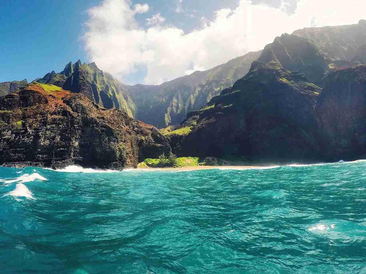 Na Pali Coast on Kauai. (Photo by @beatrizann562 via Twenty20)