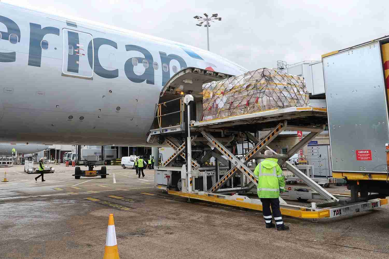 Loading cargo onto an American Airlines jet at London Heathrow (Photo by JT Genter/TPG)