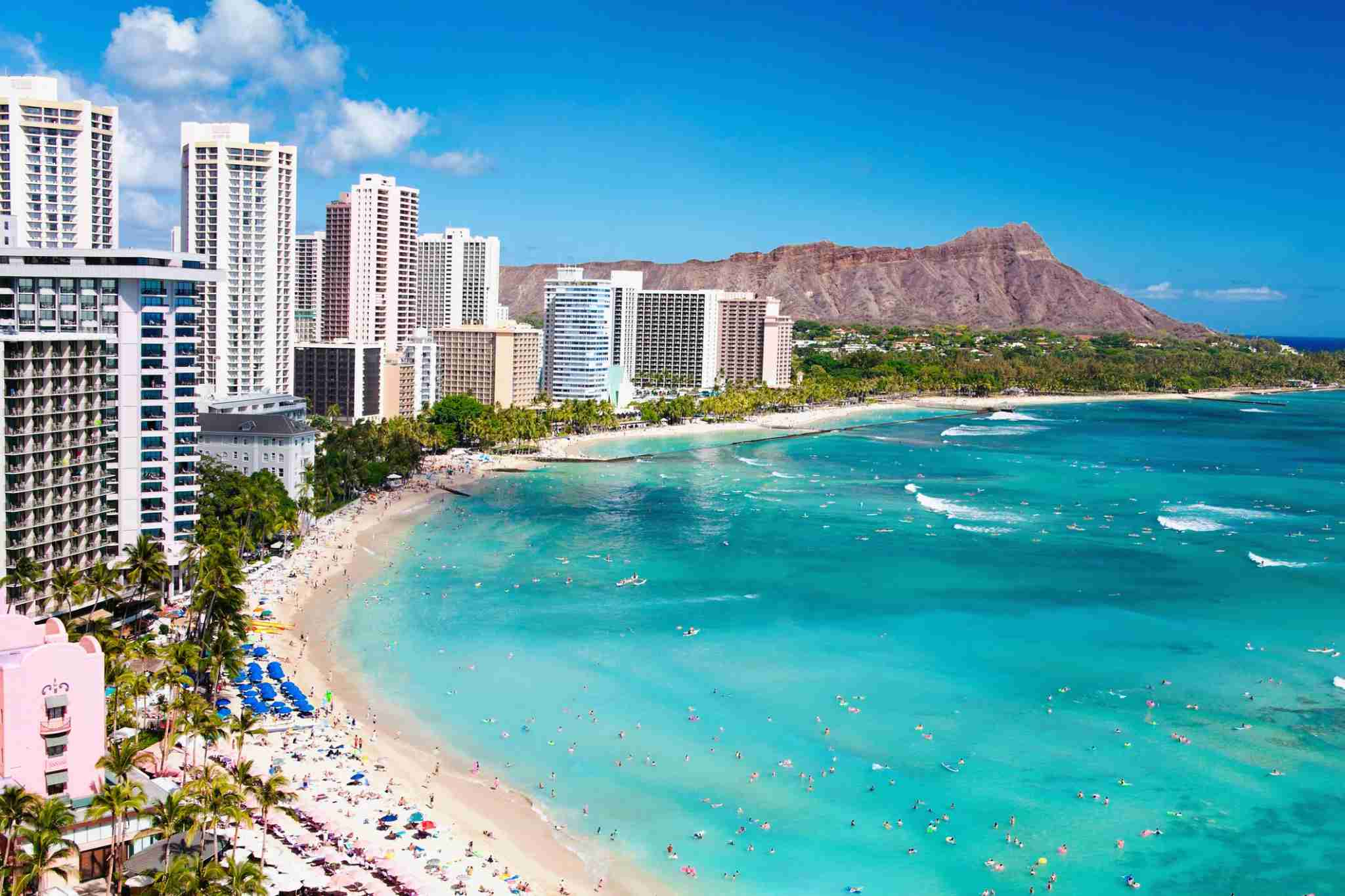 Use Delta SkyMiles to take a dream trip to Hawaii. (Photo by M Swiet Productions / Getty Images)