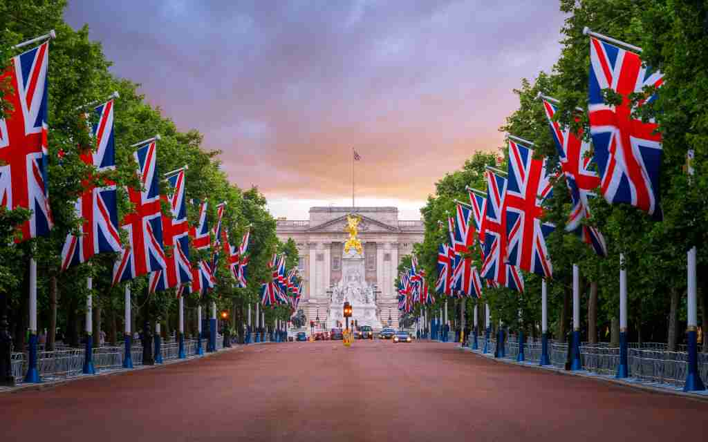 Buckingham Palace, The Mall, Union Flags, London, England