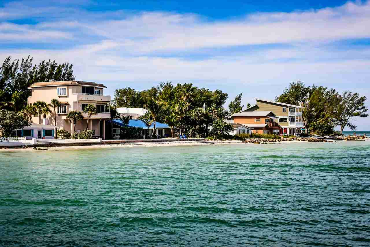 Homes on the shoreline of Anna Maria Island city overlooking the Gulf of Mexico in Florida. (Photo by csfotoimages / Getty Images)