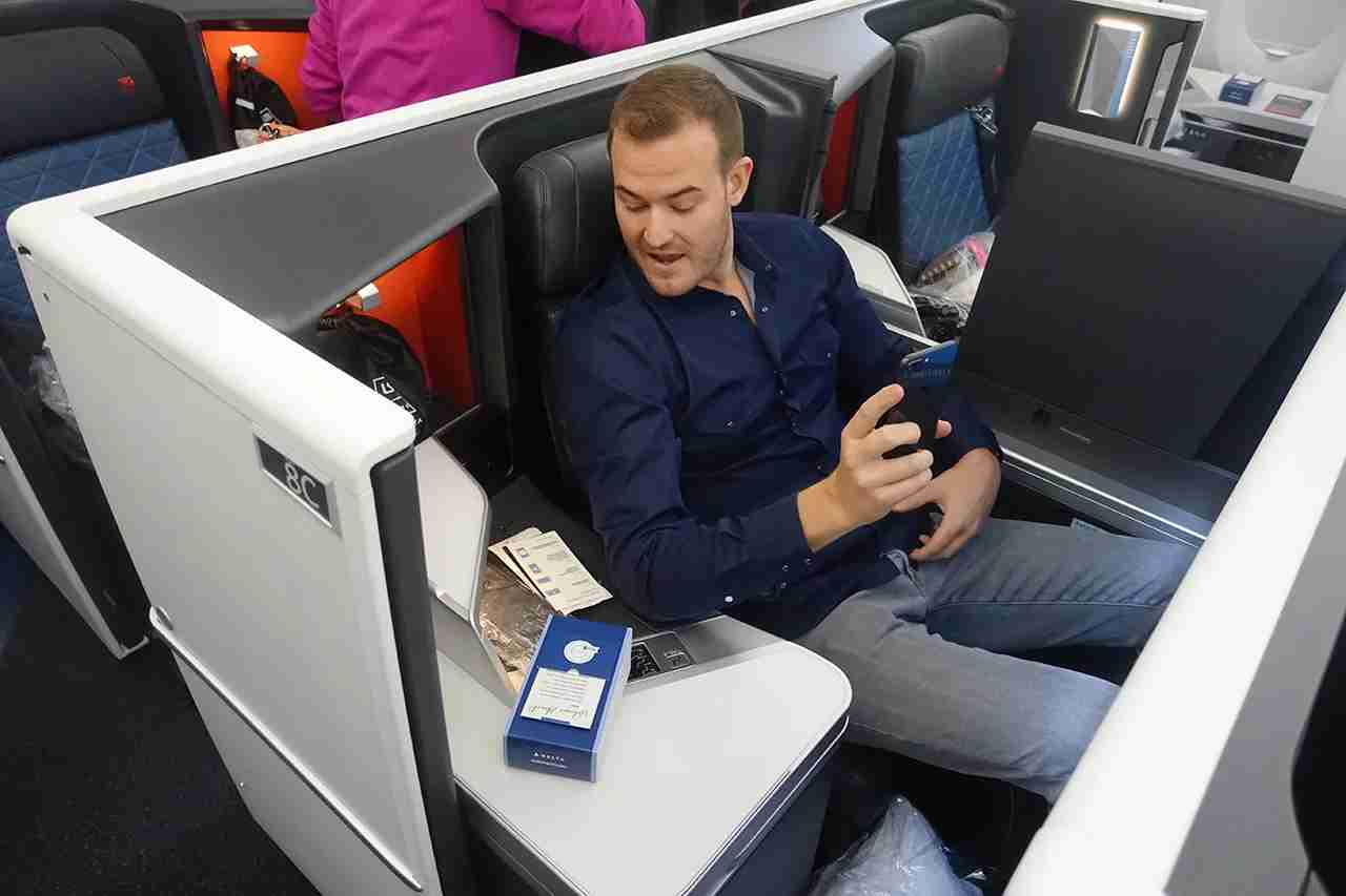 TPG settles in to Delta One Suites aboard an Airbus A350-900
