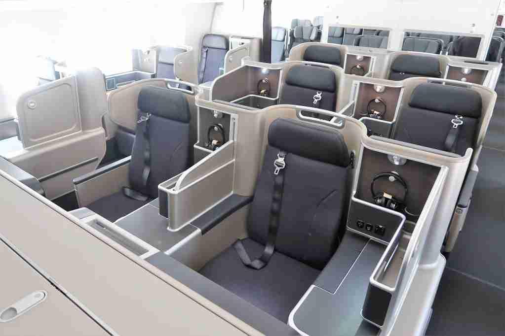 Qantas 787-9 business class cabin.