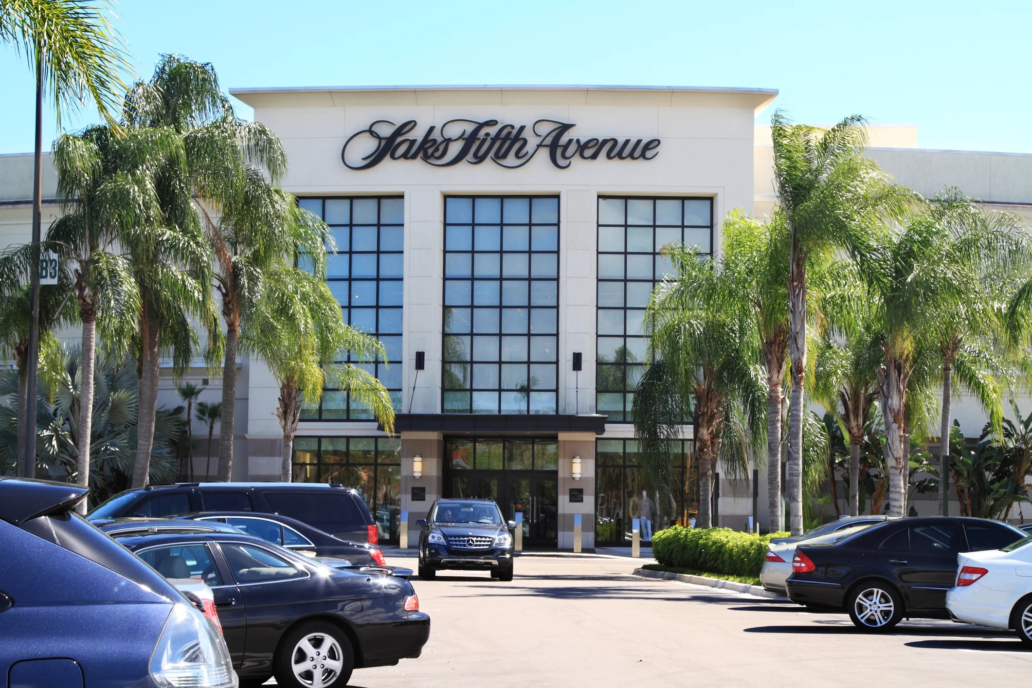 Your Guide to the Amex Platinum Saks Fifth Avenue Credit