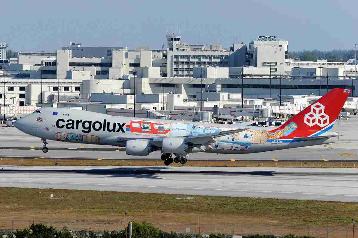 A Cargolux Boeing 747-8 landing in Miami, March 2016 (Photo by Alberto Riva / The Points Guy)