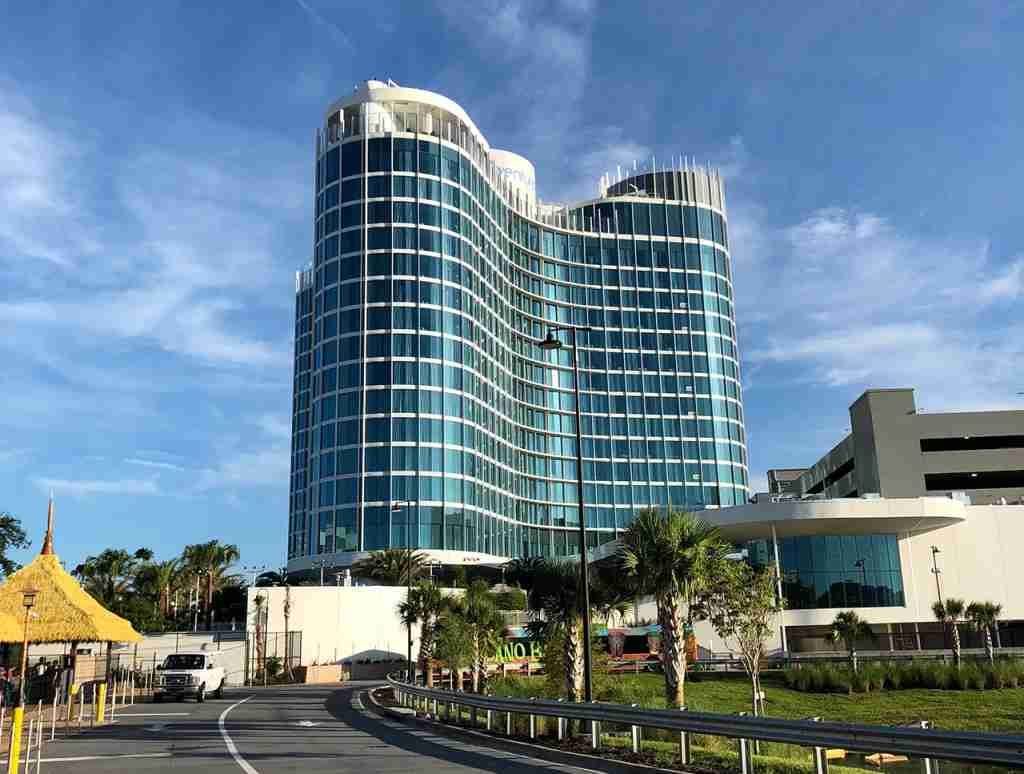 The 17-story Universal Aventura Hotel (Photo by Summer Hull / The Points Guy)