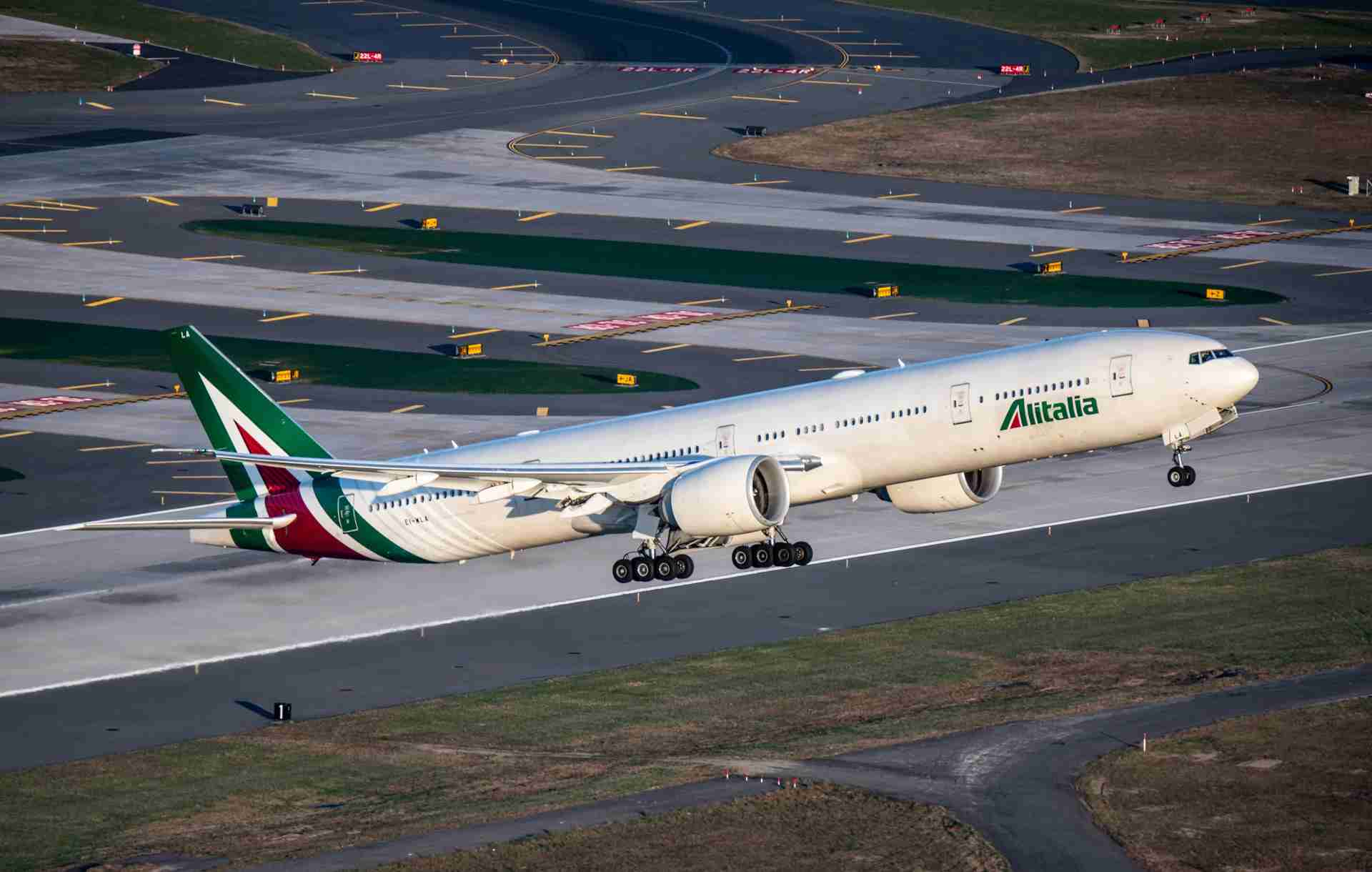 An Alitalia Boeing 777 is seen at New York JFK. (Photo by Ryan Patterson/The Points Guy)