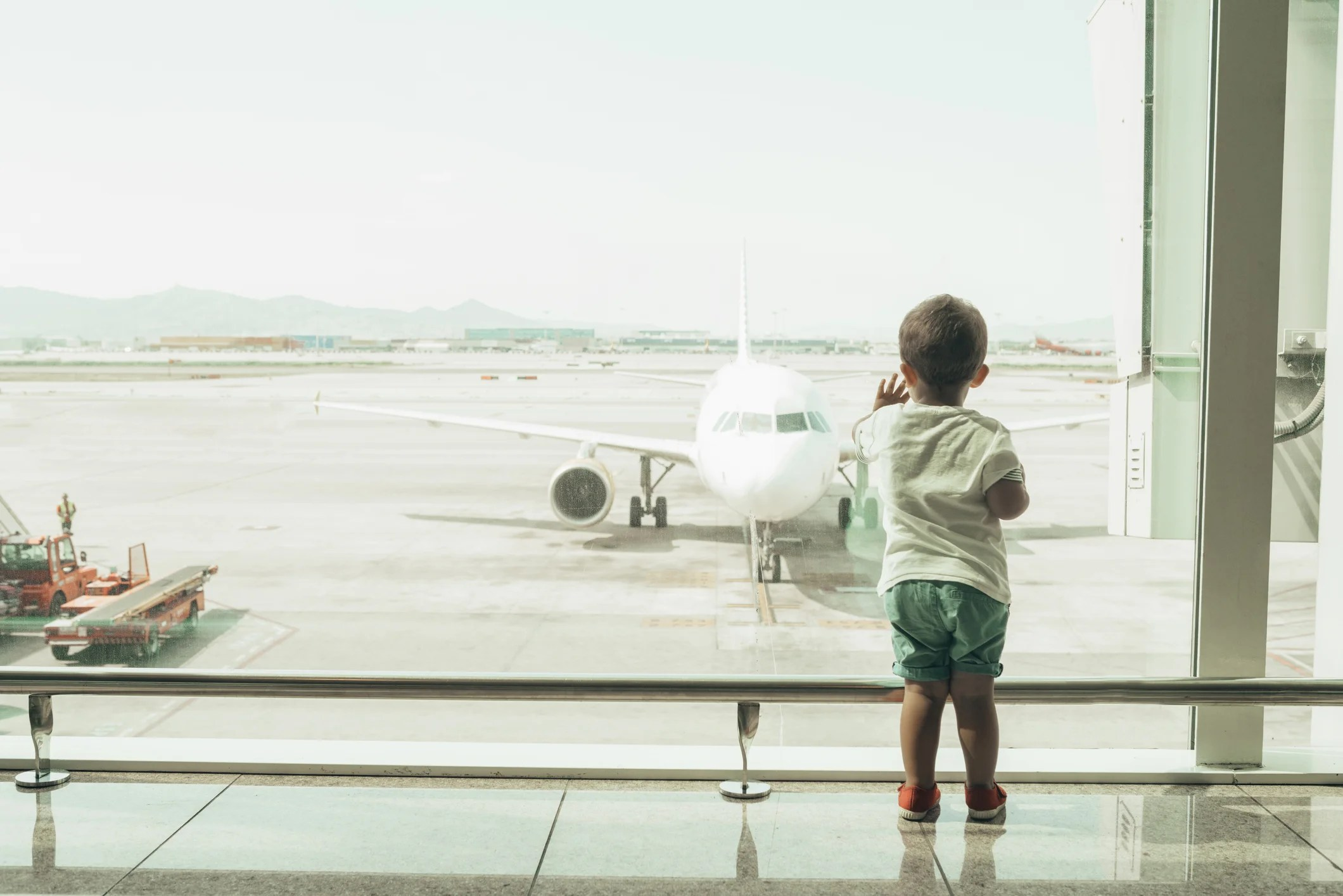 Resultado de imagen para requires airlines to seat underage children with an accompanying adult.