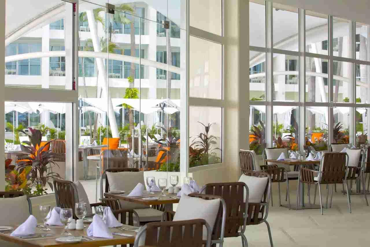 Hilton Puerto Vallarta Resort dining. Photo courtesy of Hilton Hotels.