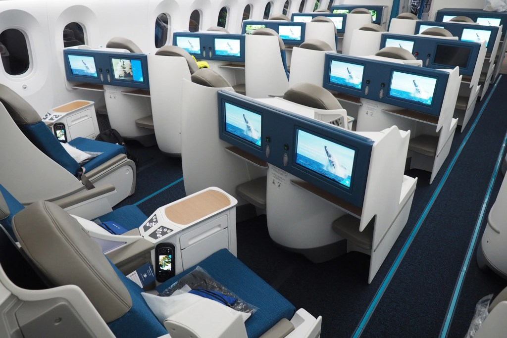 Touring Air Tahiti Nui S First 787 9 Dreamliner
