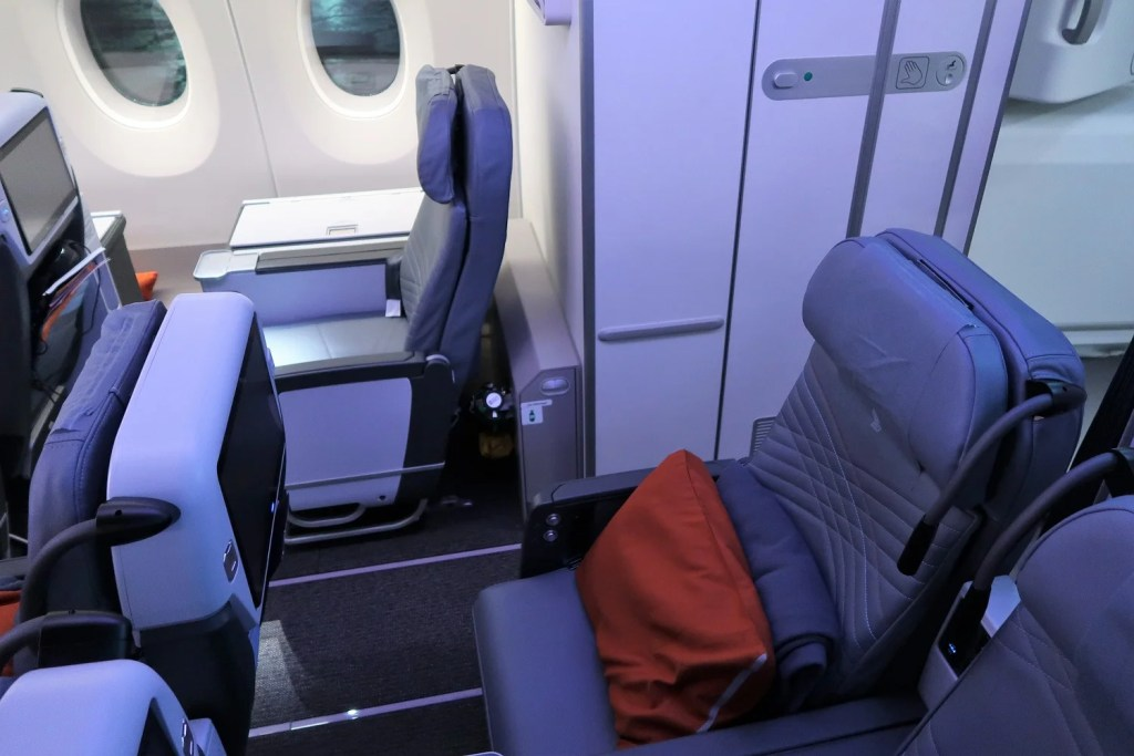 Best and Worst Seats in Premium Economy on Singapore\'s A350 ...